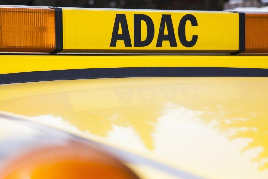 ADAC Schild auf Service Fahrzeug