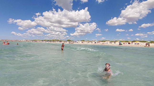türkises Meer am Strand in Apulien mit Strandsicht - Camping in Apulien