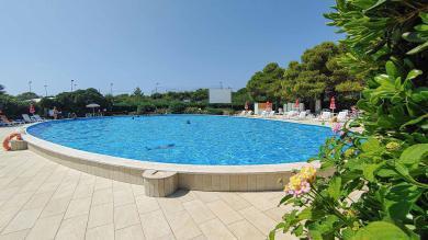 Pool Bereich Riva di Urgento - Camping in Apulien