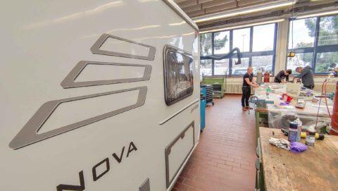 Werkstatt Schulung in der Fahrzeug Akademie Schweinfurt am Wohnwagen in der Caravan Service Werkstatt