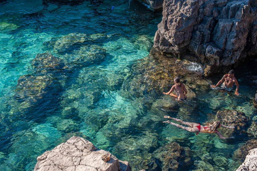 Grotte mit glasklarem Wasser - Hinterland von Salento