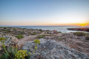 Familien Picknick am Strand beim Sonnenuntergang - Hinterland von Salento
