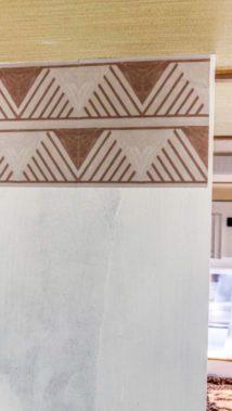 Caravan Makeover - Anbringen der Tictiles für die Küchenzeile