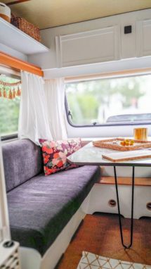 Caravan Makeover - neues Muster der Sitzpolster in Kord für den umbaubaren Schlafbereich