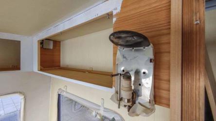 Caravan Makeover - Technik Umbau mit alter funktionierender Gaslampe im Innenraum
