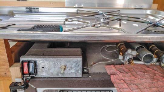Caravan Makeover - Instandsetzen des Wohnwagen Kühlschranks für 12V, 230V und Gas Betrieb