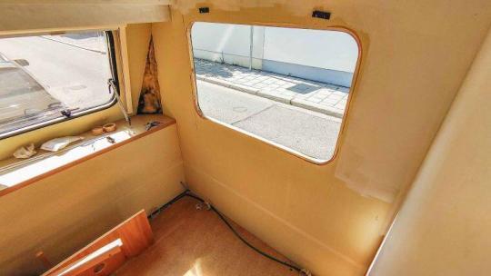 Caravan Makeover - Austausch von alten Wohnwagen Fenstern während der Renovierung