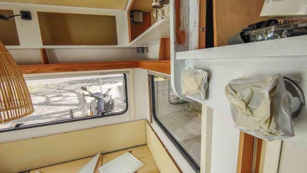 Caravan Makeover - Lackieren und Streichen der Hängeschrank Wohnwagen Türen