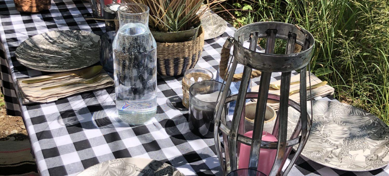 Camping Geschirr Tipps wie kann ein schön gedeckter Tische beim Camping oder Picknick aussehen