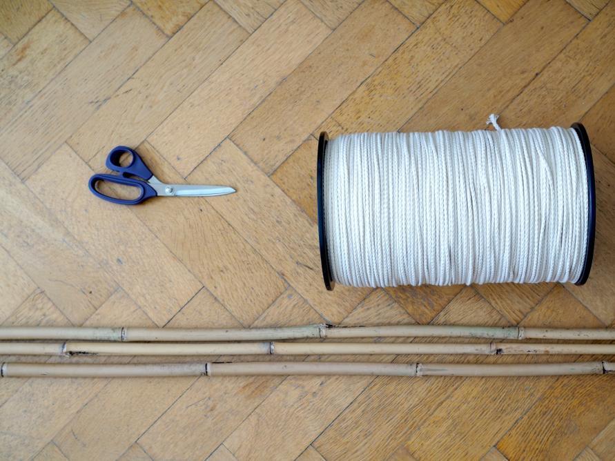Makramee Tipi Zelt - Garnspule Schere und drei Bambusstäbe - Was brauche ich für ein Tipi Zelt - Anleitung