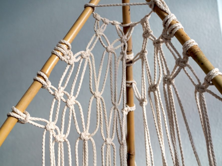 Makramee Tipi Zelt - weitere Seile anknüpfen, damit ein schönes Rautenmuster entsteht
