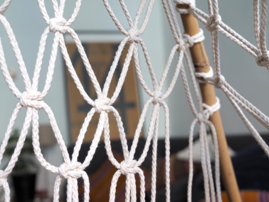 Makramee Tipi Zelt - weitere Seile von vorne werden in das Muster eingeknüpft