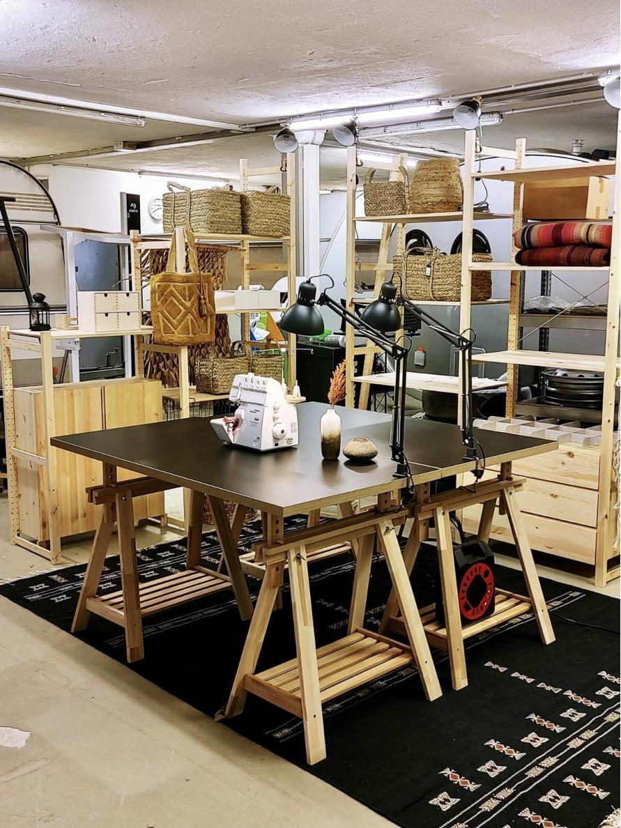 Wir renovieren deinen Caravan - unsere Werkstatt, Nähmaschine, Regale, Stoffe, Dekoration, Farbe